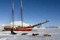 Svalbard-Båten-i-Isen